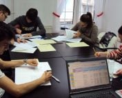 Elevi din licee la pre-testare IELTS