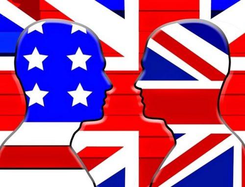 Cum au apărut diferenţele de scriere între engleza britanică şi cea americană?